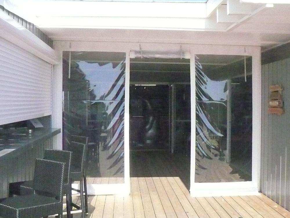 Toile confectionnée cristal PVC avec porte d'entrée relevabletoile confectionnée cristal PVC avec porte d'entrée relevable