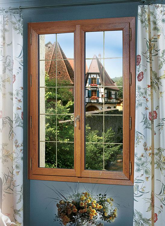 Menuiserie Bordeaux fenêtre PVC CHENE DORE